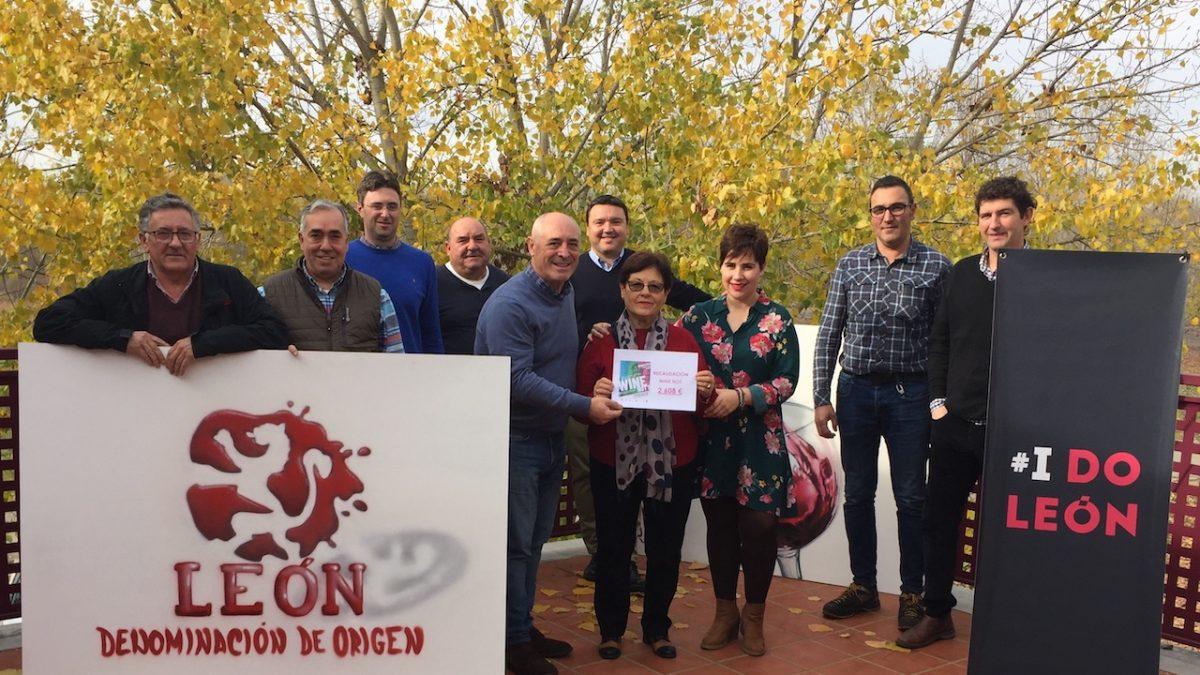 La Denominación de Origen León entrega la recaudación de la fiesta benéfica 'Wine not?' a Alcordanza